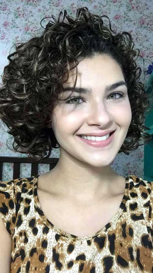 9 Model Potongan Rambut Keriting Mengembang Galadiva Com