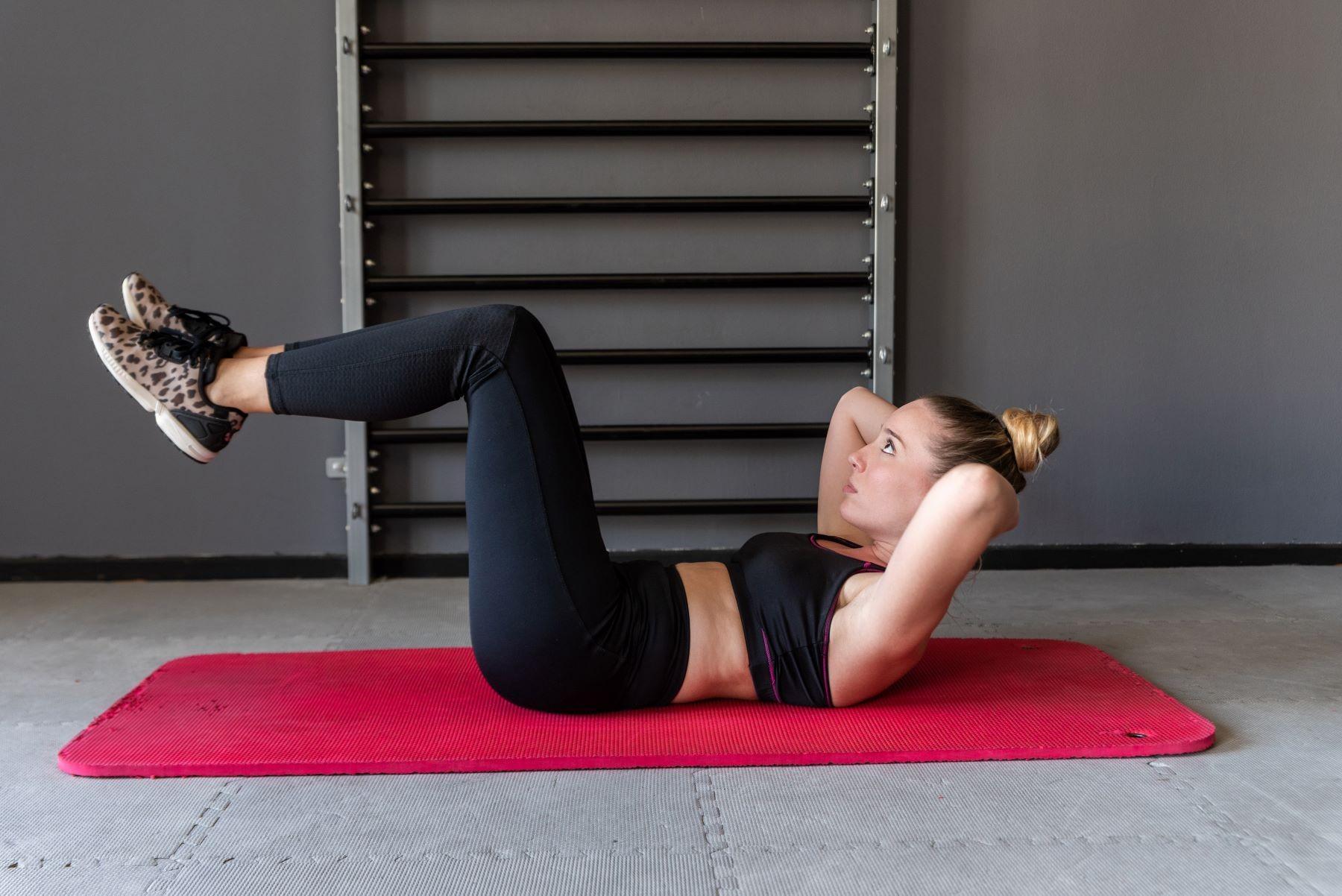 5 Gerakan Olahraga Sebelum Tidur untuk Menurunkan Berat Badan | Galadiva.com
